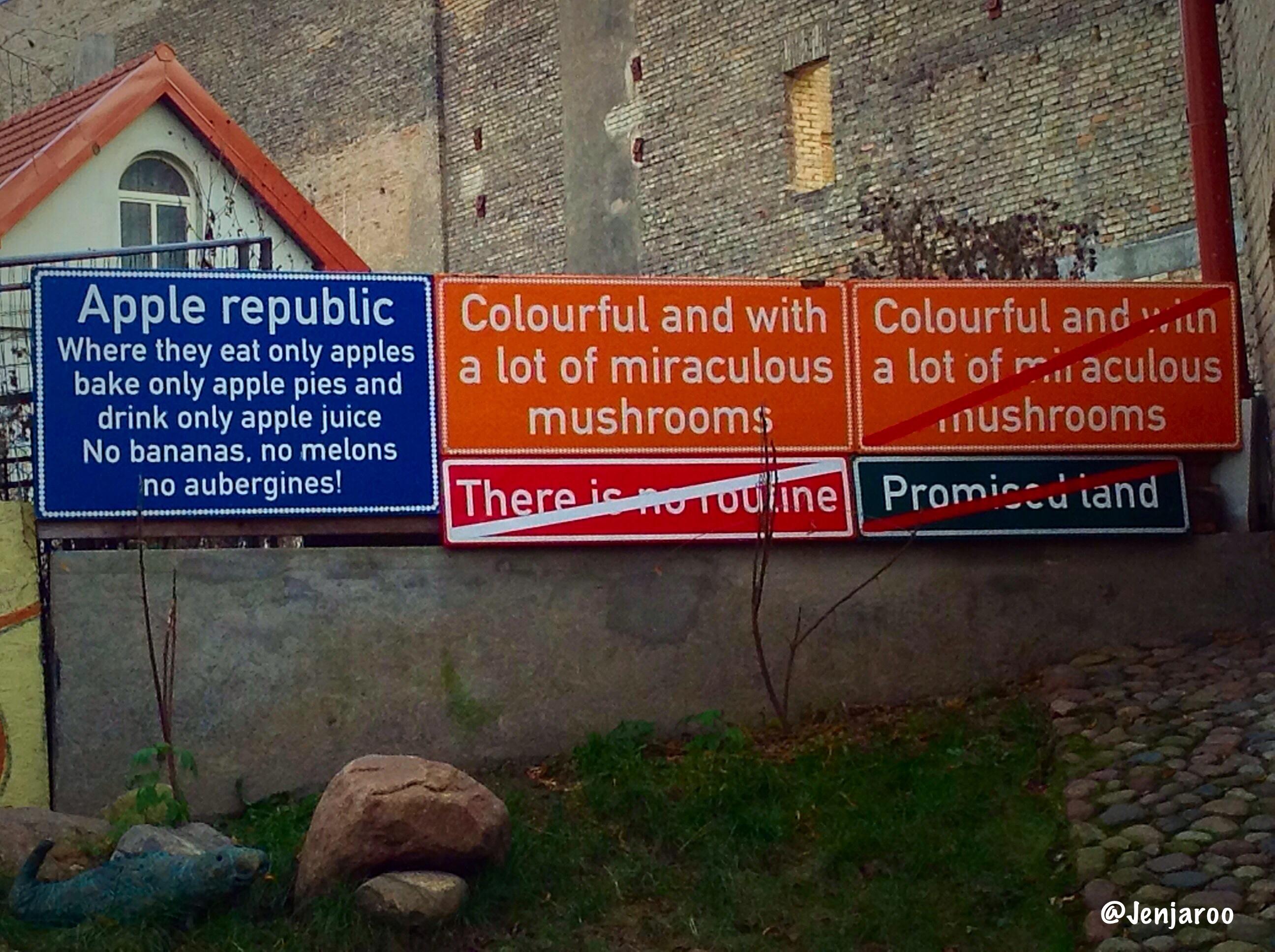 Užupis signs